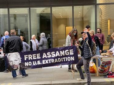 Free Assange protest at the Old Bailey